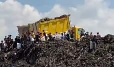 معلوف: مئات العمال الأجانب يفرزون نفايات مطمر الجديدة بالقوة دون أدنى شروط السلامة