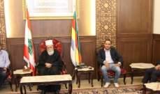 شيخ العقل نعيم حسن عرض الأوضاع العامة مع زواره