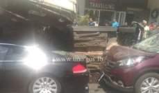 4 جرحى نتيجة تصادم بين شاحنتين و3 سيارات على اوتوستراد المتن السريع