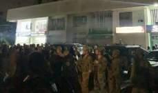النشرة: تجمع عدد من الاشخاص على اوتستراد جبيل والذوق وسط انتشار كثيف للجيش