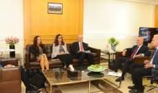 فنيانوس عرض مع وفد البنك الدولي المشاريع الممولة من قبله