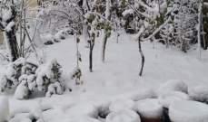 الثلوج تغطي المتن الأعلى وجرد عاليه وتحاصر سيارات على طريق المديرج