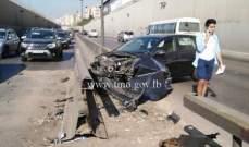 اصطدام مركبة بالفاصل الحديدي على اوتوستراد بيروت خلدة محلة انفاق المطار