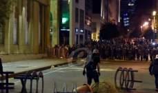 اشتداد المواجهات بين المتظاهرين والقوى الأمنية التي تستخدم القنابل المسيلة للدموع في وسط بيروت