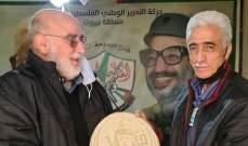 مصطفى حمدان يكرم أمين سر حركة فتح في بيروت سمير أبو عفش
