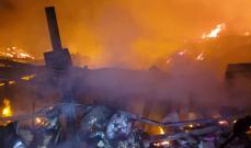النشرة: عناصر من إطفاء صيدا يشاركون في مكافحة حريق معمل رينغو