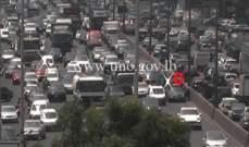 التحكم المروري: تعطل مركبة على اوتوستراد الزلقا وحركة المرور كثيفة