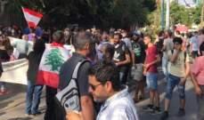 بدء تجمع مجموعات من الحراك أمام قصر العدل تمهيدا للبدء بمسيرة لقصر بعبدا