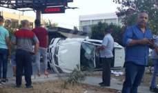 النشرة: اصابة عائلة من 4 اشخاص بحادث انقلاب سيارة في مدينة صيدا
