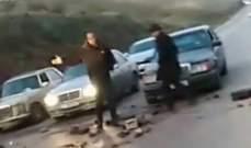 ناشطون من الحراك الشعبي قطعوا طريق عام الكويخات في عكار