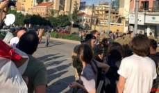 الجيش يمنع تقدم عدد من المتظاهرين بإتجاه جسر الرينغ