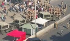 بدء تجمع عدد من المحتجين على اوتوستراد زوق مصبح