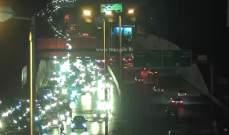 حركة المرور خانقة على اوتوستراد الرئيس الهراوي والرئيس لحود باتجاه الصياد