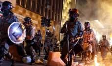 """متظاهرو هونغ كونغ يقتحمون مكتب وكالة """"شينخوا"""" الصينية ويخربونه"""
