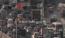 تعطل سيارة اول جسر انطلياس باتجاه جل الديب وحركة المرور كثيفة