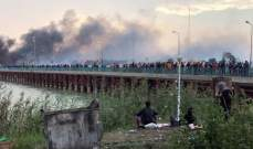المحتجون في العراق يضرمون النار بمنزل رئيس خلية الأزمة المُقال