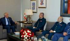 سليمان استقبل وفدا من قيادة الجيش مهنئا: أنتم ضمانة لبنان