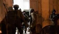القوات الإسرائيلية داهمت منازل فلسطينيين واعتقلت 16 منهم بالضفة الغربية