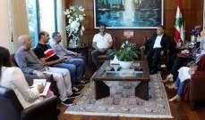 اللواء ابراهيم التقى اللبنانيين المفرج عنهم من قبل السلطات الاماراتية
