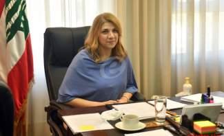 محتجون يتهجمون على وزيرة العدل في منطقة الجميزة ويطالبونها بالاستقالة