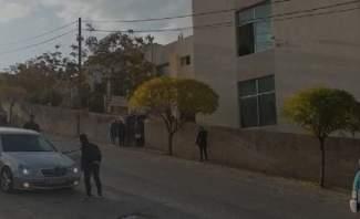 النشرة: مجموعة من الطلاب يحاولون اقفال تجمع المدارس في بعلبك