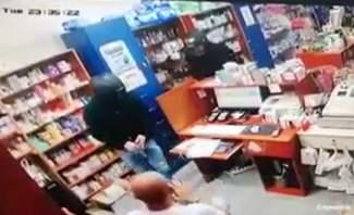 """3 مسلحين اقدموا ليلا على سرقة صيدلية """"فارماتيك"""" بمنطقة ميرنا الشالوحي"""