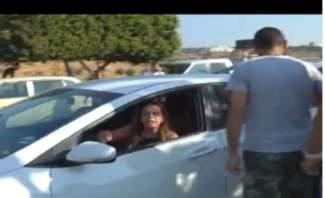 صرخة لمواطنة عالقة في سيارتها نتيجة قطع الطرقات