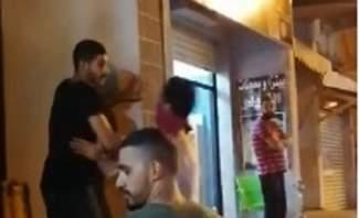 تحطيم اللافتة التي تشير الى مكتب محمد رعد واقتصرت الاضرار على الماديات