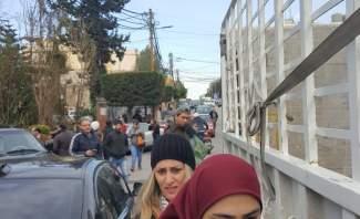 اشكال امام مبنى مجلس الجنوب خلال تظاهرة للحراك