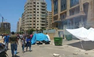 اعتصام امام قصر عدل طرابلس لاطلاق 28 ناشطا موقوفا ومحاولة خلع بوابة نقابة المحامين