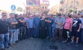 اعتصام لأصحاب سيارات الأجرة في بعلبك احتجاجا على منعهم من العمل