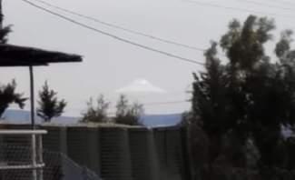 مقطع فيديو يظهر هبوط طبق طائر في بيروت
