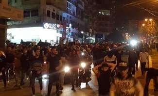 تدافع بين المحتجين وعناصر من الجيش امام منزل النائب فيصل كرامي بطرابلس