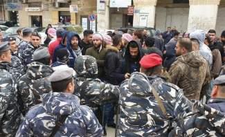 المحتجون اخترقوا سياج سرايا حلبا والقوى الامنية أخرجتهم