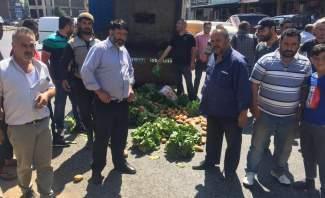 مزارعو بعلبك قطعوا الطريق الدولية في رياق احتجاجا على تهريب المنتوجات السورية