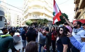 اعتصام امام منزل محمد شقير واشكال بين المتظاهرين والقوى الامنية