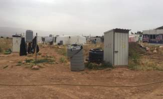 النشرة: النازحون السوريون يخلون مخيمهم في دير الاحمر