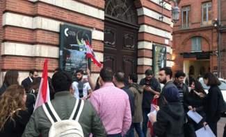 """خاص تلفزيون """"النشرة"""": شبان وشابات في تولوز الفرنسية يعتصمون تضامنا مع الشعب اللبناني"""
