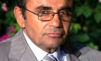 وصول قاسم تاج الدين إلى بيروت بعدما أفرجت عنه السلطات الأميركية