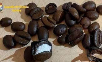 ضبط 500 حبة قهوة محشوة بالكوكايين