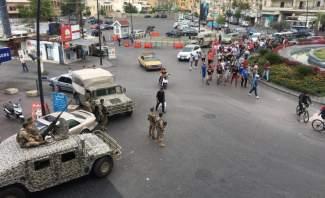النشرة: اشكال عند دوار ايليا في صيدا بعد محاولة تحطيم خيم الحراك