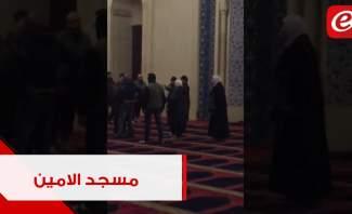 محتجون يحتمون داخل مسجد الامين وسط بيروت