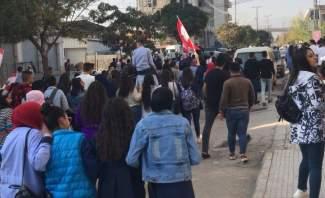 النشرة: تجمع عدد كبير من طلاب المدارس في قب الياس وامام سراي زحلة