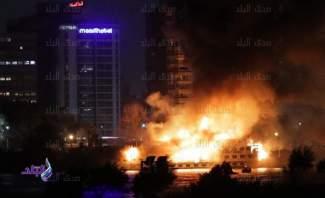 """حريق ضخم في مركب بـ""""كورنيش المعادي"""" في القاهرة"""