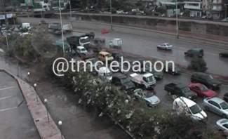 حركة المرور كثيفة من الكرنتينا باتجاه اوتوستراد الرئيس لحود بسبب حادث مروري