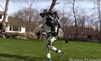 تطوير روبوت بميزات الركض والقفز على أسطح منحدرة