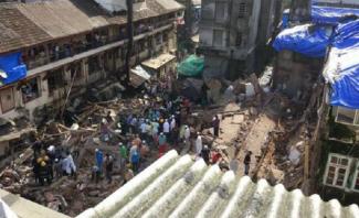مقتل 4 أشخاص وجرح آخرين بانهيار مبنى سكني في مومباي