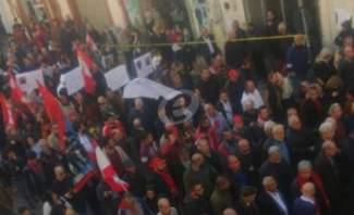 """مسيرة """"كلنا الى الشارع"""": نطالب بدولة القانون دولة وطنية مدنية"""