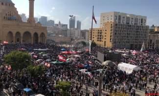بدء توافد المتظاهرين إلى ساحة الشهداء وتوتر في محيط مجلس النواب