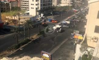 النشرة: المتظاهرون يقفلون اوتستراد المعاملتين بالاتربة